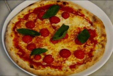 Mani in pasta - video tutorial pizza classica