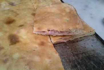 Mani in Pasta – FOCACCIA RIPIENA CON PROSCIUTTO COTTO E MOZZARELLA