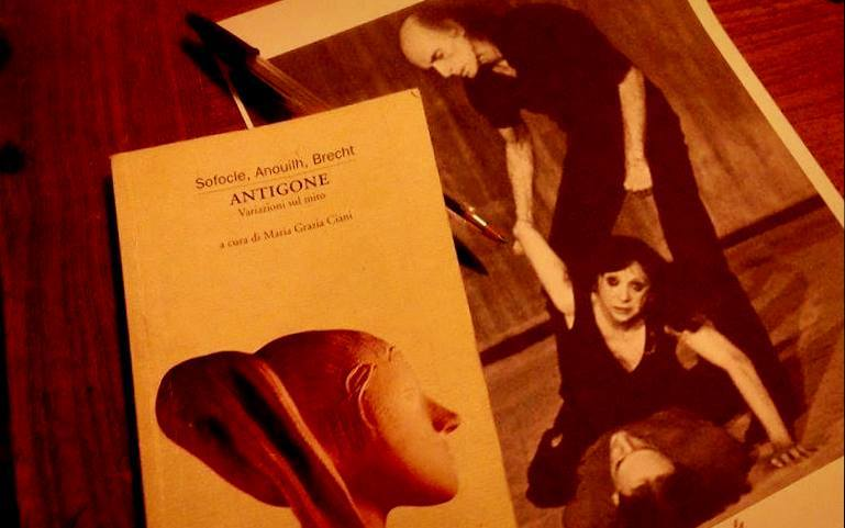 Unconventional - Antigone di Brecht