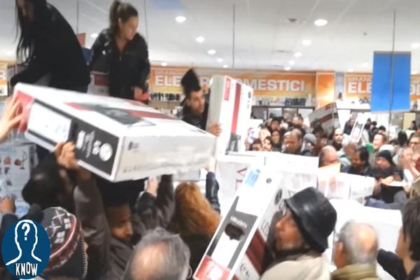 I Saldi e gli assurdi assalti ai centri commerciali